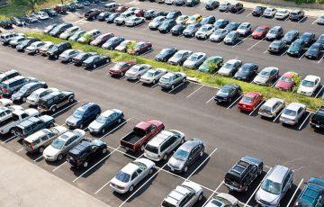 Jaki jest koszt wynajmu miejsca parkingowego w biurze w Krakowie