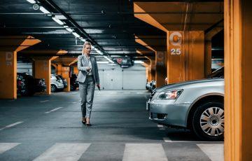 Jaki jest koszt wynajmu miejsca parkingowego w biurze w Rzeszowie