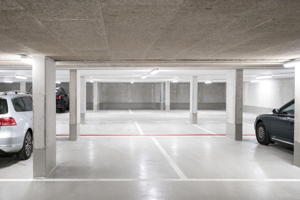 Jaki jest koszt wynajmu miejsca parkingowego w biurze w Lublinie?