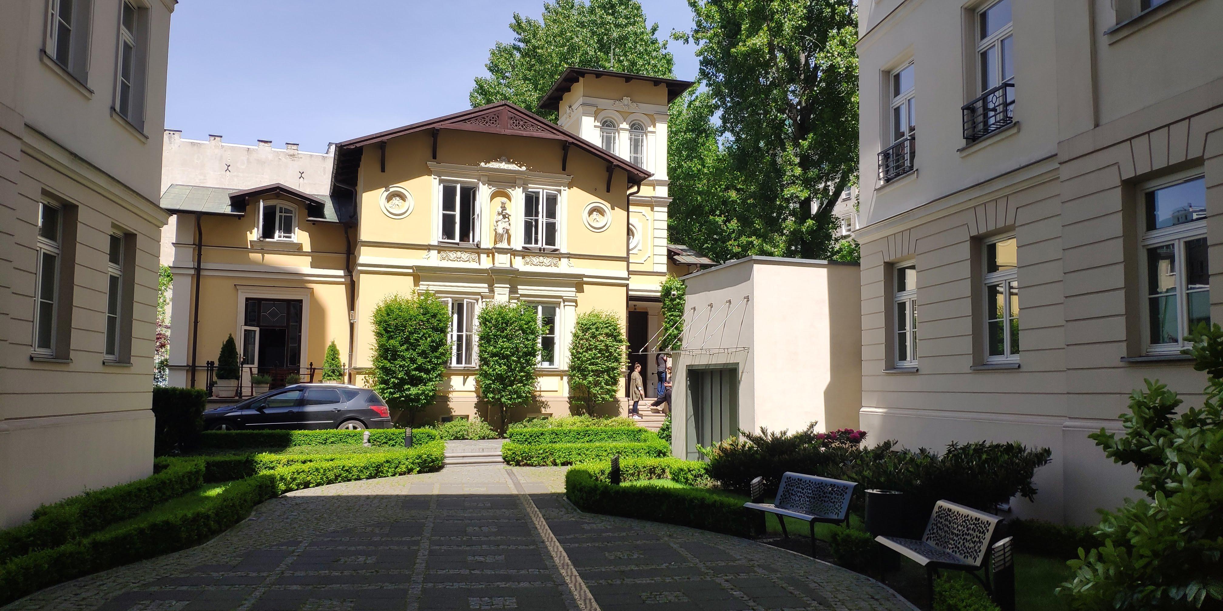 Biurowiec PIĘKNA 44